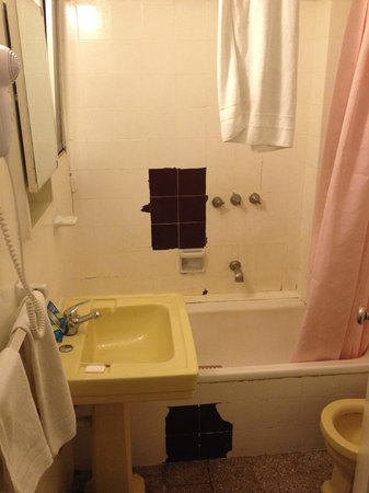 Hotel California: bathroom