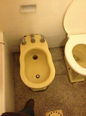 Hotel California: Bathroom
