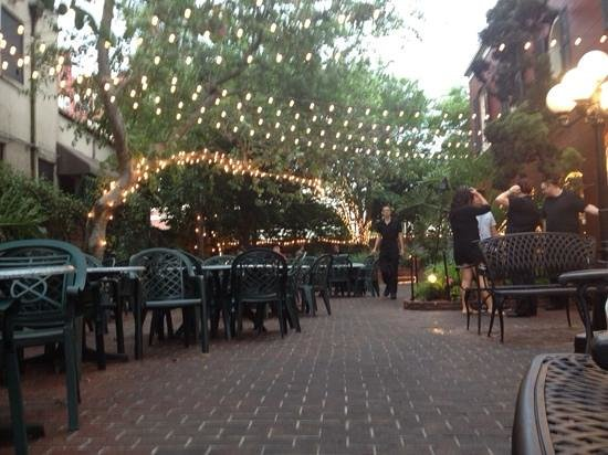 Harry's Seafood Bar and Grille : Outside Dining Area
