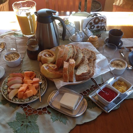 Brouse Creek B&B : Part of the simply delicious breakfast Chris prepared for us