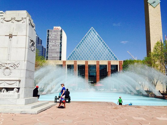 Sir Winston Churchill Square : Lovely day at Churchill square