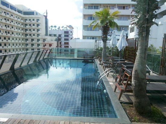 Sunshine Hotel & Residences : Roof top swimming pool