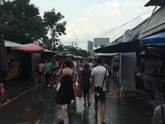 Phachara Suites: Chatuchak Weekend Market