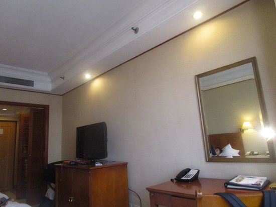 Richmonde Hotel Ortigas: room view showing TV