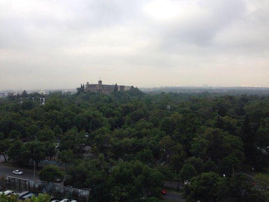 Wyndham Garden Mexico City Polanco: Castillo de Chapultepec desde la terraza del hotel