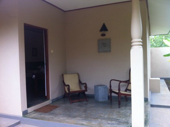 Kassapa Lions Rock: outdoor seating area of our rooms