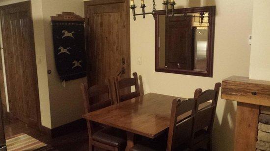 Teton Mountain Lodge & Spa - A Noble House Resort: Table