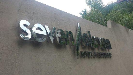 Seven Eleven Hotel & Residence: hotel entrance