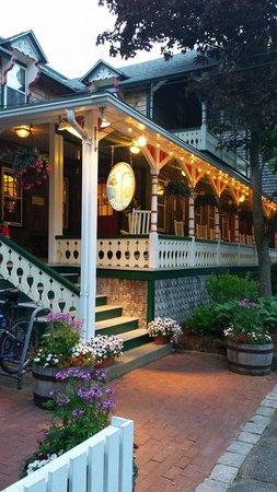 Pequot Hotel: Hotel Porch