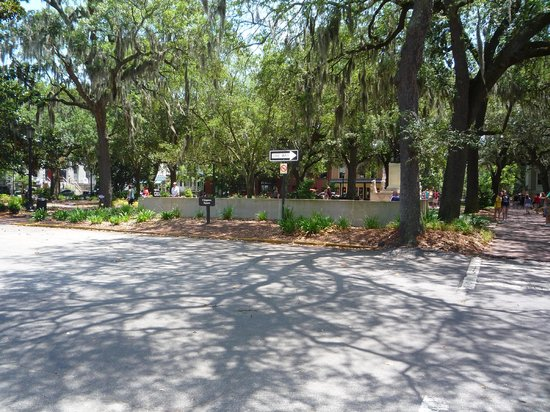 Free Savannah Tours: The Forrest Gump bench location