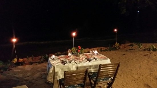 The Resort at Wilks Bay: Dinner by the beach