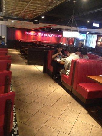T.G.I.Friday's Hsi-Men Restaurant (Ximen Dian)