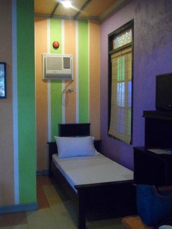 Purple Fountain  Inn: Purple Fountain Courtyard Inn