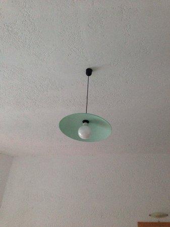 Neos Ikaros : La seule lampe du plafond ne va pas !