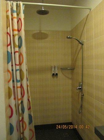 Billabong Hostel: Showerhead