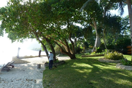 Paradise Cove Resort: beach frontage