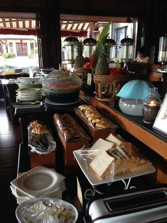Baan Yin Dee Boutique Resort : Breakfast spread. Eggs, rice and noodles cooked upon request