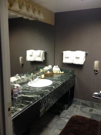 Atlantis Casino Resort Spa: bathroom