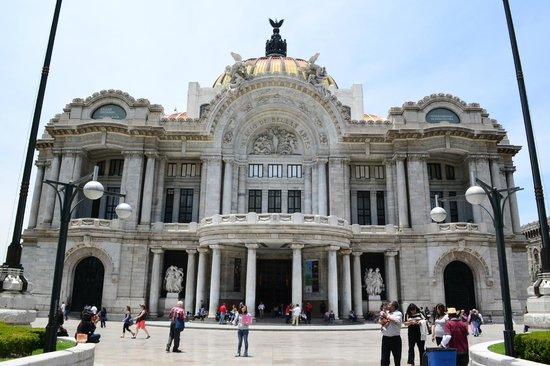 Palacio de Bellas Artes: Fachada