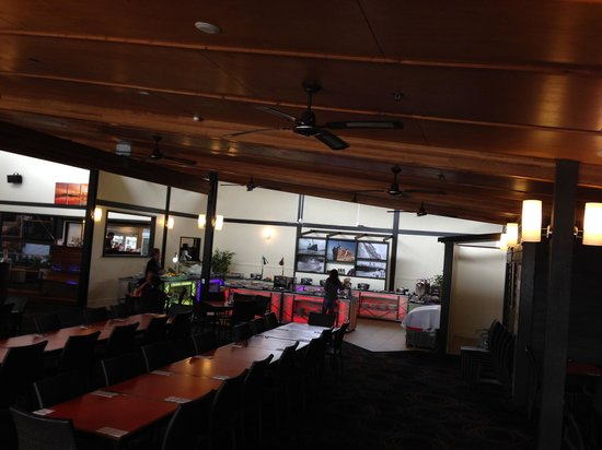 Kingfisher Bay Resort: Great food, 3 star canteen style surroundings