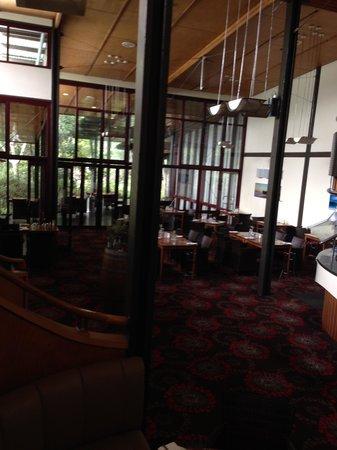 Kingfisher Bay Resort: The 'quality' Seabelle Restaurant - Food Superb