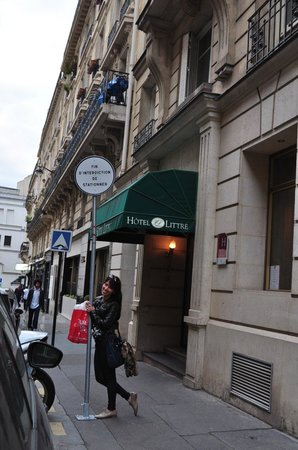 hotel le littre entrance