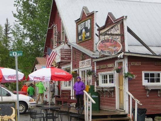 Talkeetna Alaskan Lodge : nagleys general store in town