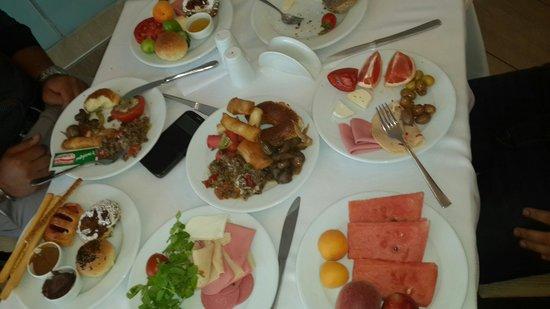 Kervansaray Hotel Kundu: breakfast