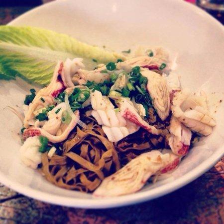 Vi La Palace Vietnamese Restaurant : Seafood Egg Noodles with soup on the side