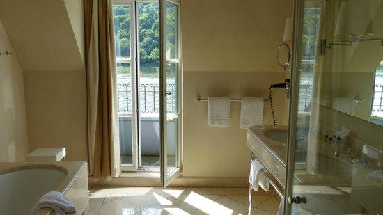Rheinhotel Schulz : Tageslichtbad mit Rheinblick