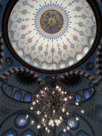 Tokyo Camii & Turkish Culture Center: Underneath the dome