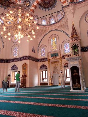 Tokyo Camii & Turkish Culture Center: Prayer hall