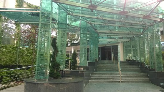 NaturMed Hotel Carbona: Вход в отель