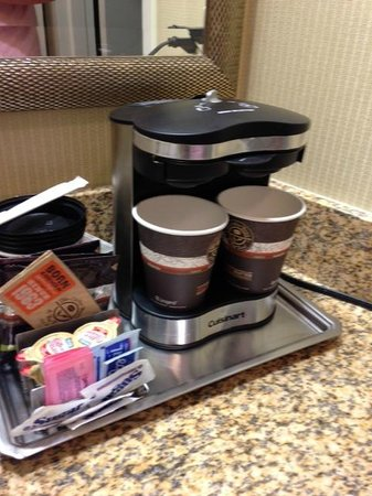 Hilton St. Louis Frontenac: Dual Coffee Maker