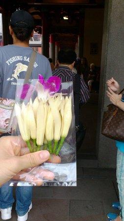 Hsing Tian Kong: 売っていたお花