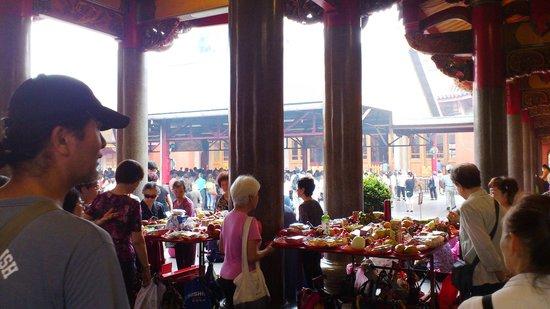 Hsing Tian Kong: お供え物