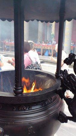Hsing Tian Kong: 香炉?