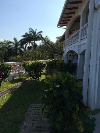 Best Western Tamarindo Vista Villas : Outside room