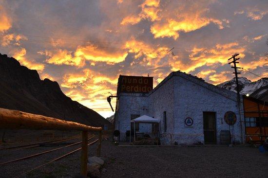 Los Penitentes, Argentina: Atardecer tras el hostel !!!