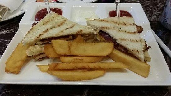 Sheraton Imperial Kuala Lumpur Hotel: Club sandwich in lounge