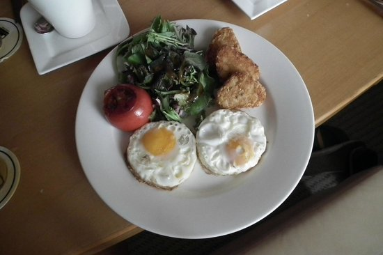 M Hotel Singapore: The 'American' Breakfast