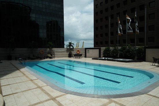 M Hotel Singapore: Empty Pool - Lovely