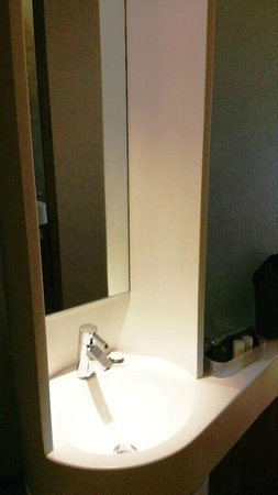 Hotel G Singapore: Superior Room - Sink in the room