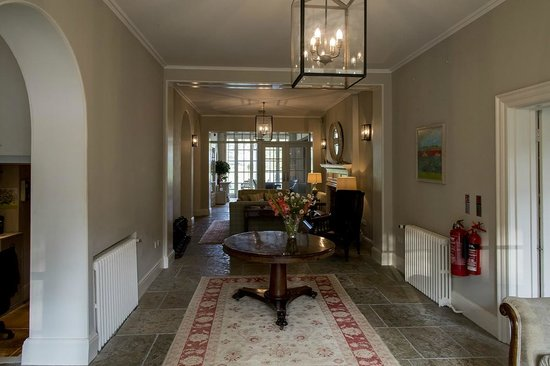 Congham Hall Hotel & Spa: Front hallway