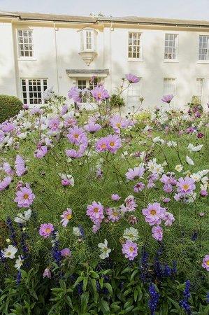 Congham Hall Hotel & Spa: Front Garden