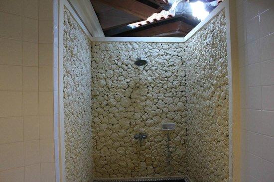 Sunari Beach Resort : Outdoor shower