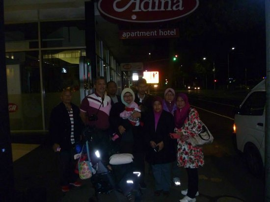 Adina Apartment Hotel Melbourne on Flinders: In front of hotel