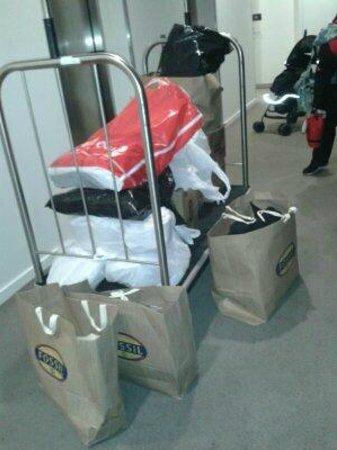 Adina Apartment Hotel Melbourne on Flinders: Borrow hotel trolley