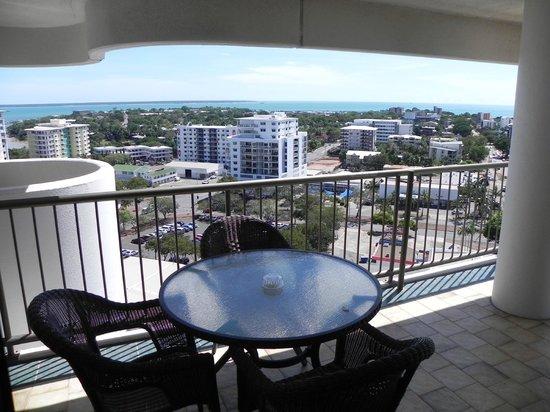 Marrakai Luxury All Suites Darwin: Balcony view of the harbour
