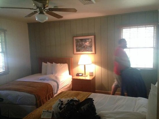 POSTOAK Lodge & Retreat: Our Room - Cute beds haha